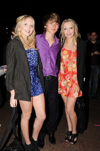 Tom and the Twins from BB8 Amanda and Sam leaving the Hannah Montana Premiere