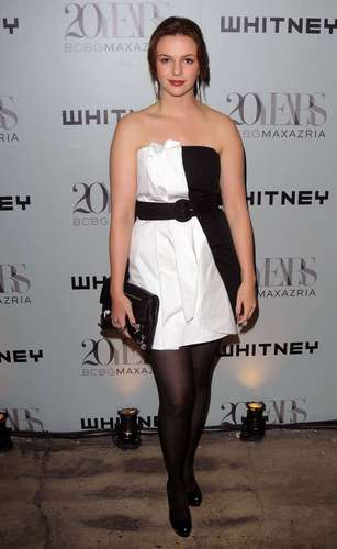 Amber Tamblyn fondo de pantalla possibly containing bare legs, hosiery, and a chemise called Whitney Contemporaries Art Party And Auction