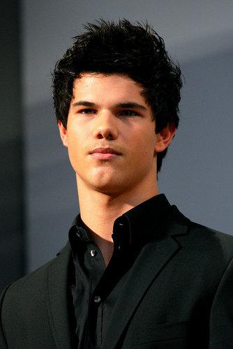 *Taylor Lautner*