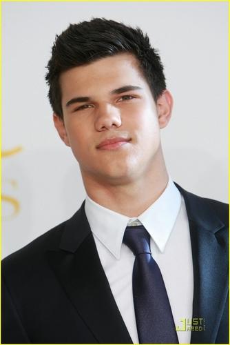 ** Taylor Lautner **
