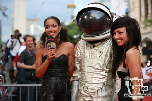 5/22/09 Lights and her tarehe at the MMVA's