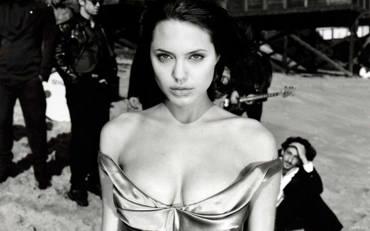 Angelina Jolie - Photo Set