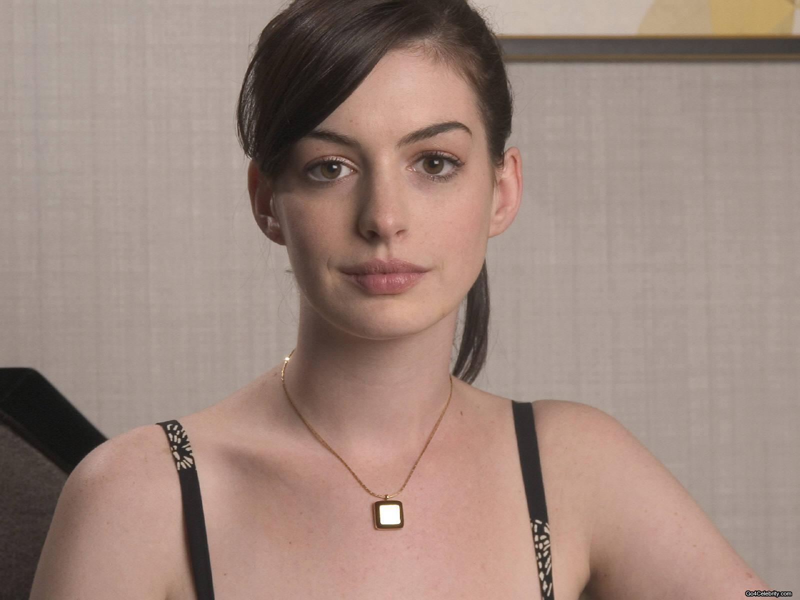 http://images2.fanpop.com/images/photos/6800000/Anne-anne-hathaway-6819474-1600-1200.jpg