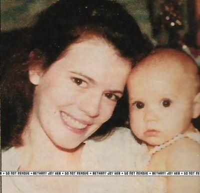 Young Bethany Baby-Joy-3-bethany-joy-lenz-6872608-400-385