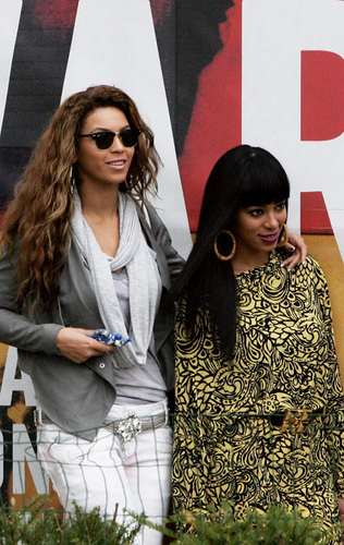Beyoncé in Paris with her family