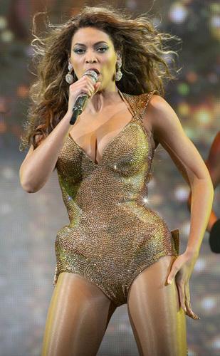 Beyoncé performing in Paris
