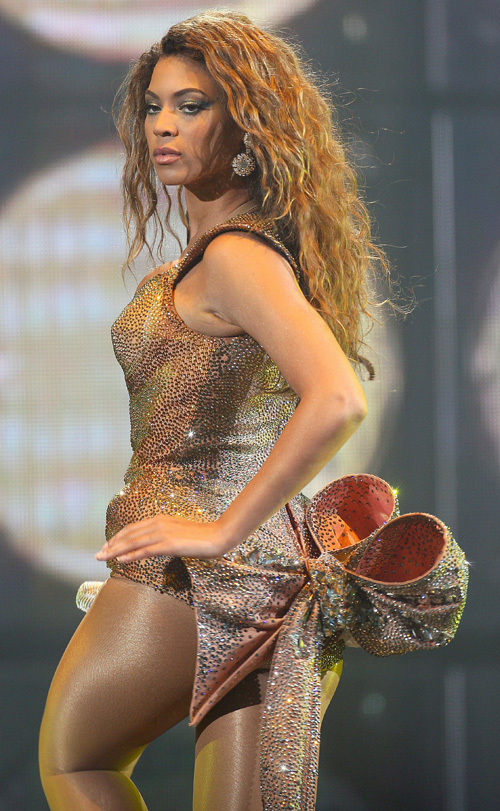 Beyoncé performing in Paris