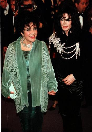 Elizabeth With Michael Jackson - elizabeth-taylor Photo