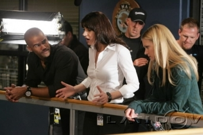 Emily Prentiss 壁纸 entitled Emily/Paget- Behind the scenes