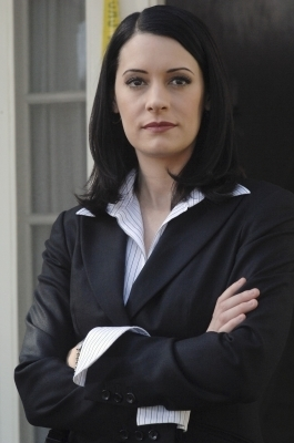 Emily Prentiss 壁纸 possibly containing a well dressed person and a business suit entitled Emily Prentiss