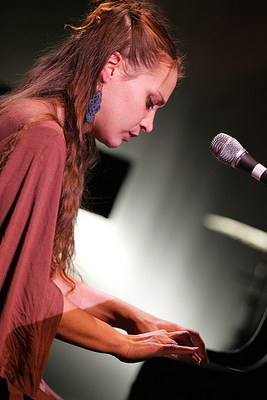 Fiona Apple Performing - fiona-apple Photo