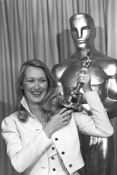 http://images2.fanpop.com/images/photos/6800000/Happy-Brithday-Meryl-meryl-streep-6806850-400-598.jpg