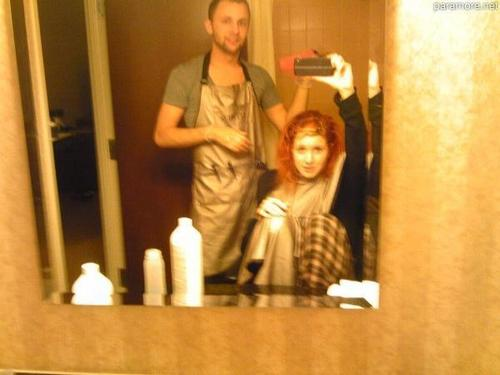 Hayley getting a hair cut 哈哈
