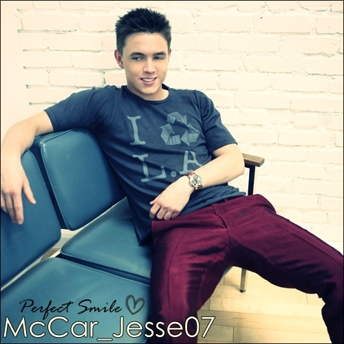 Jesse McCartney kertas dinding probably containing a living room, a recliner, and a sofa, kerusi panjang entitled Jesse McCartney