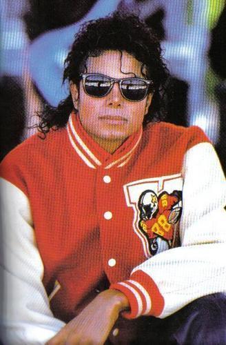 MJ<33