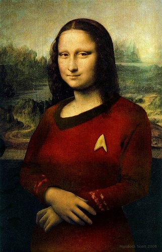 Mona Lisa in the famous red camisa, camiseta of estrella Trek