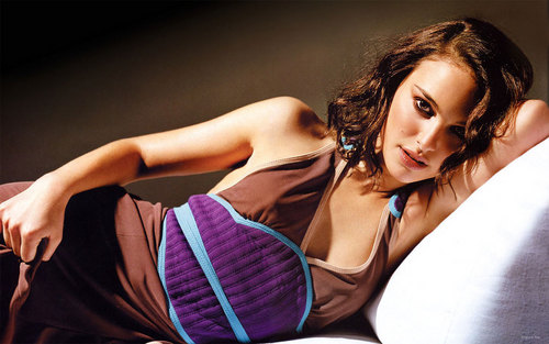 natalie portman wallpaper possibly with attractiveness and a portrait called Natalie