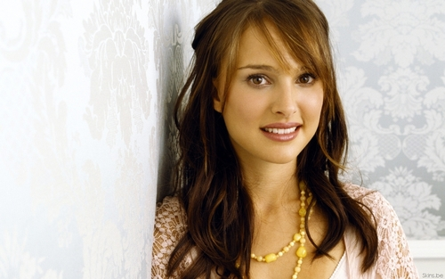 Natalie Portman wallpaper with a portrait titled Natalie