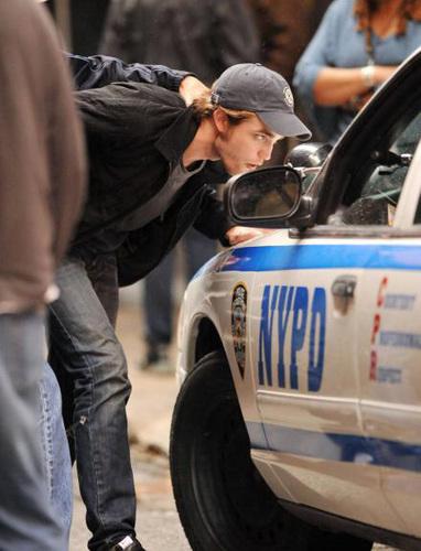OMG!!!! ROBERT VS THE POLICE???