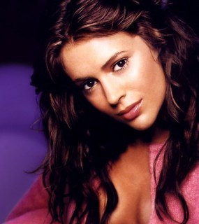 http://images2.fanpop.com/images/photos/6800000/Phoebe-Hal-charmed-6818346-285-320.jpg