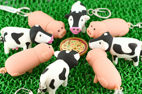 Pig and Cow Keychains Enjoying a Pizza - keychains Photo
