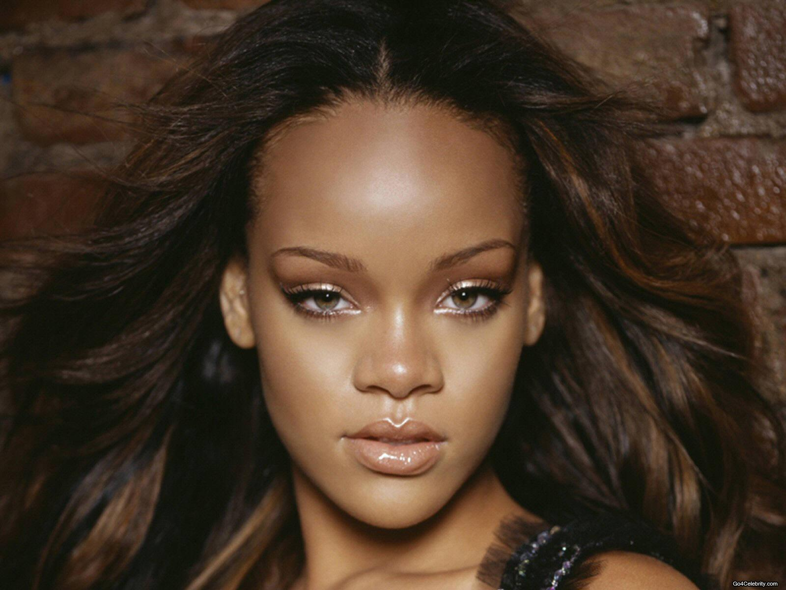 http://images2.fanpop.com/images/photos/6800000/Rihanna-rihanna-6848036-1600-1200.jpg