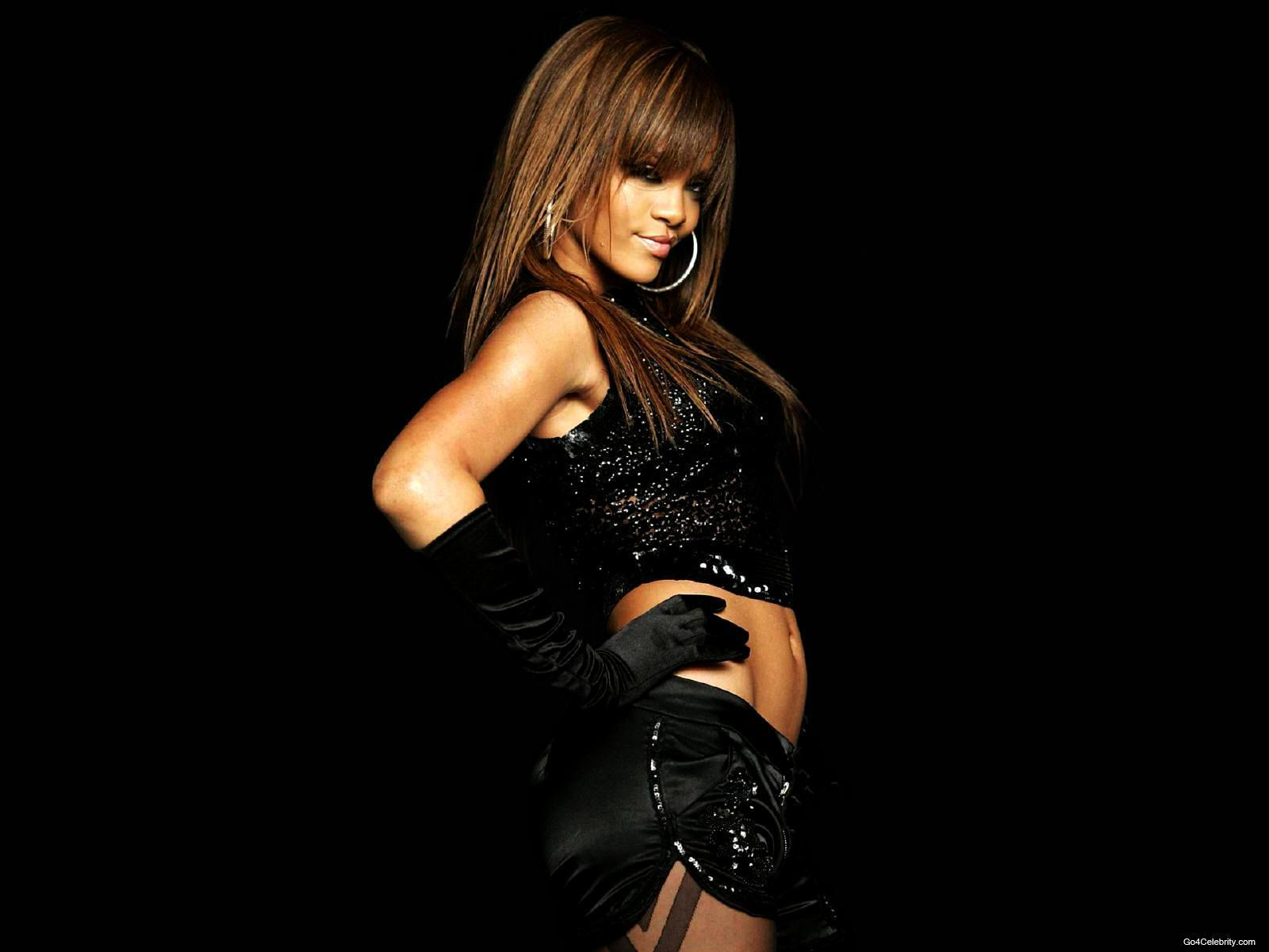 http://images2.fanpop.com/images/photos/6800000/Rihanna-rihanna-6848064-1600-1200.jpg