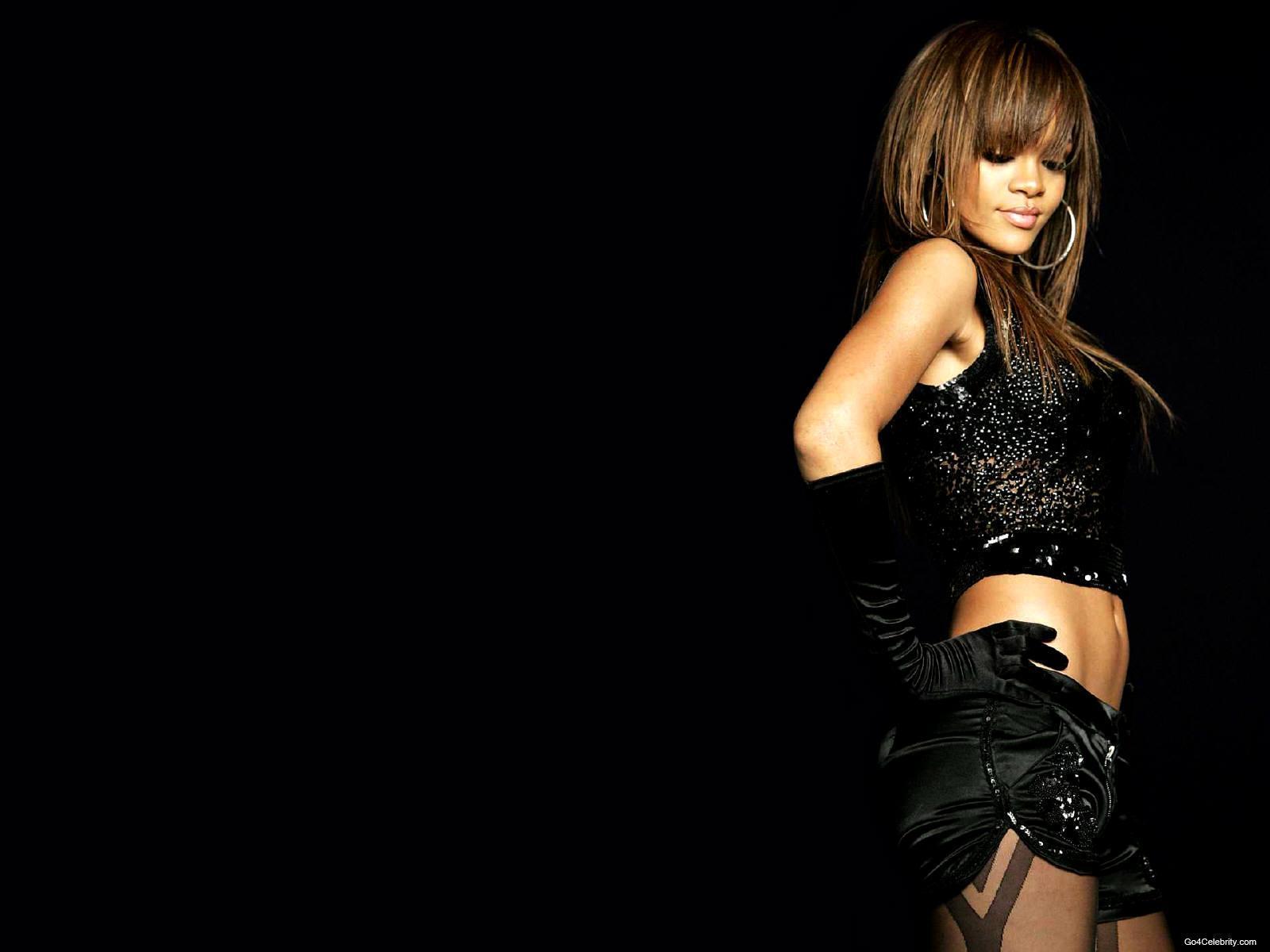 http://images2.fanpop.com/images/photos/6800000/Rihanna-rihanna-6848070-1600-1200.jpg