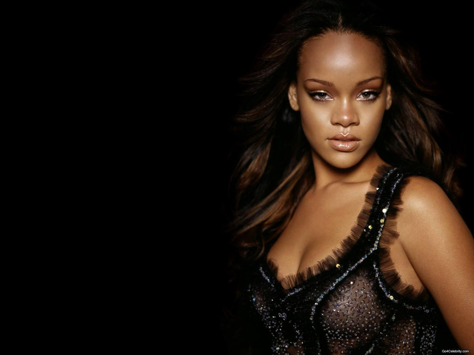 http://images2.fanpop.com/images/photos/6800000/Rihanna-rihanna-6848141-1600-1200.jpg