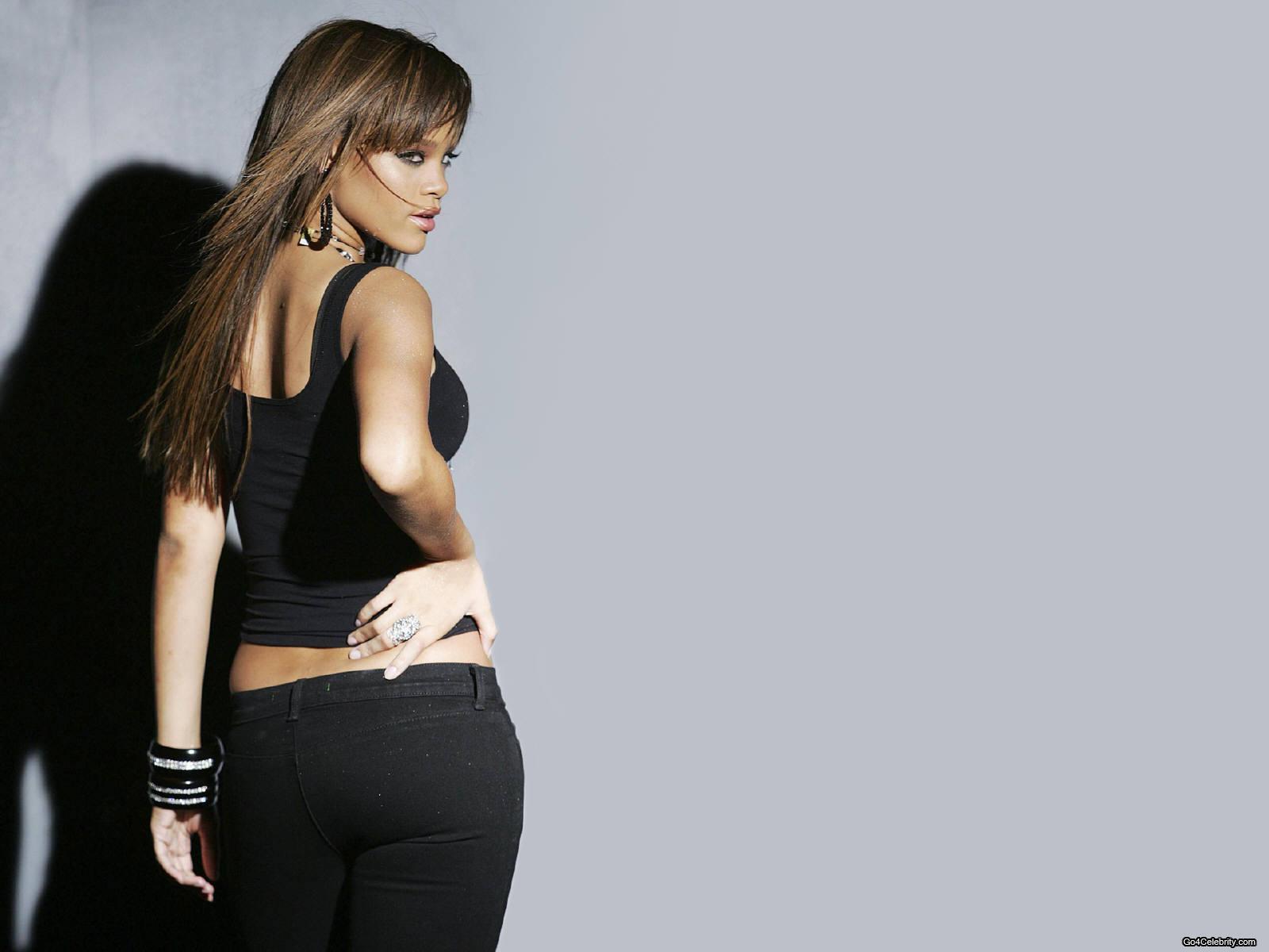 http://images2.fanpop.com/images/photos/6800000/Rihanna-rihanna-6848311-1600-1200.jpg