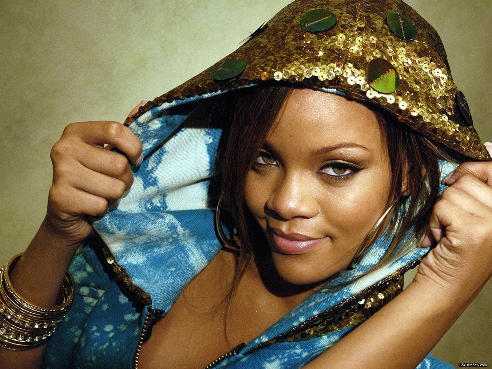 http://images2.fanpop.com/images/photos/6800000/Rihanna-rihanna-6848320-1600-1200.jpg