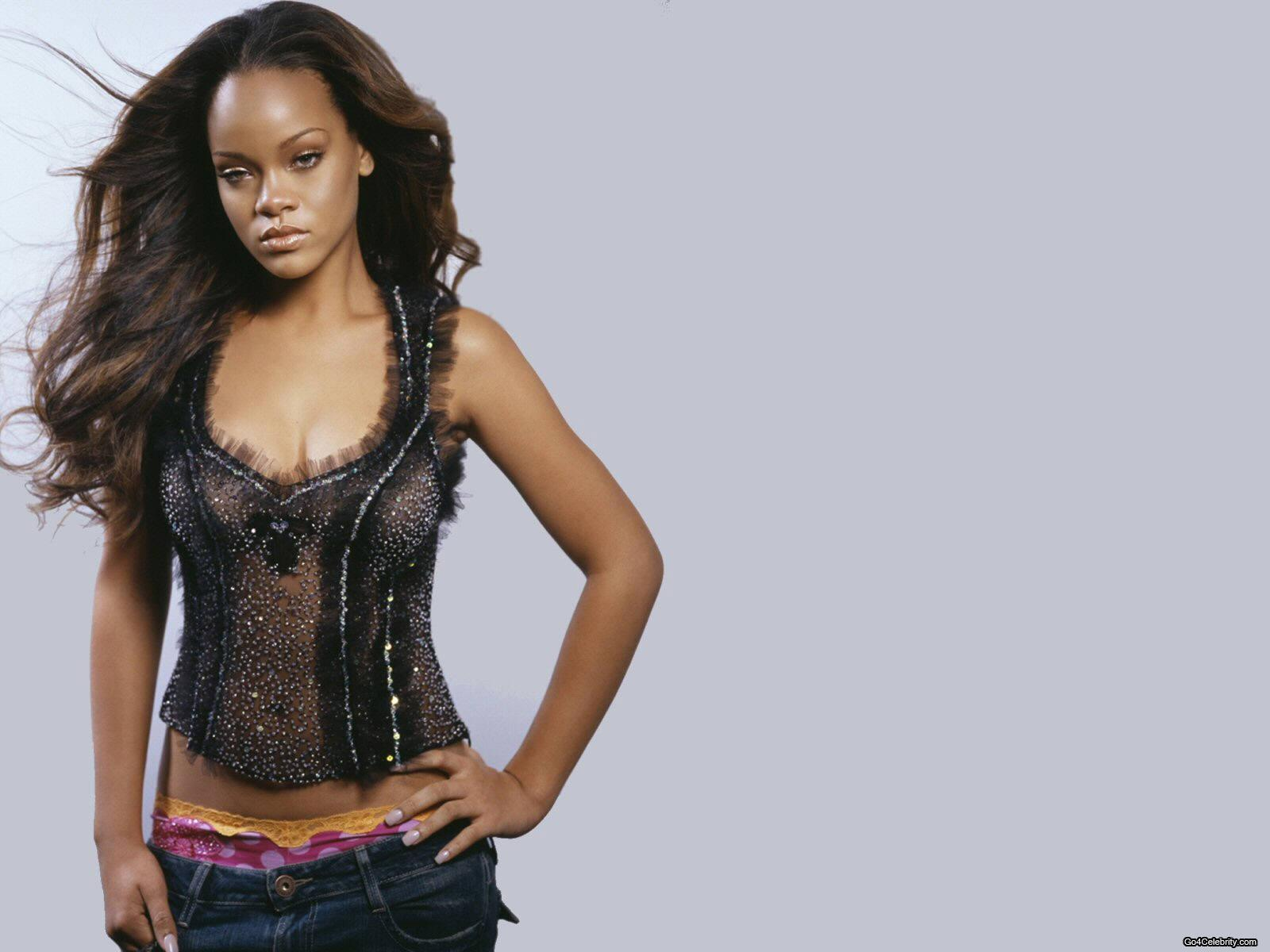 http://images2.fanpop.com/images/photos/6800000/Rihanna-rihanna-6848357-1600-1200.jpg