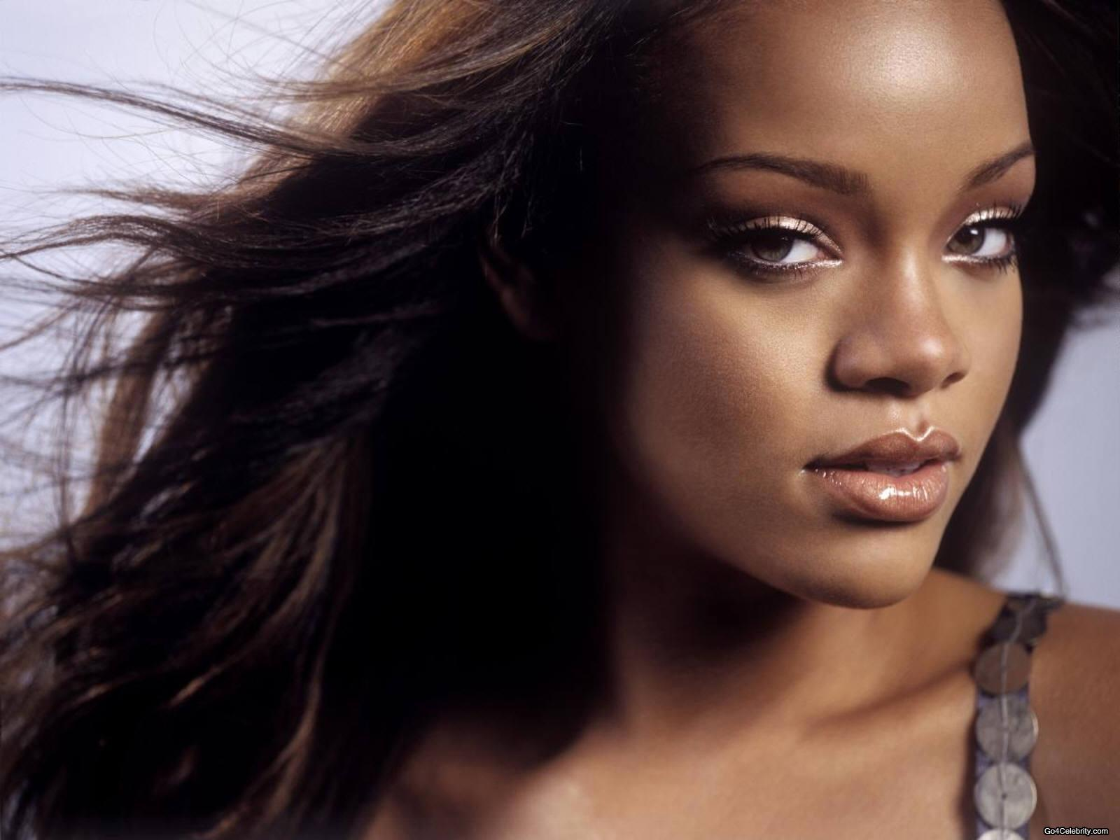 http://images2.fanpop.com/images/photos/6800000/Rihanna-rihanna-6848366-1600-1200.jpg
