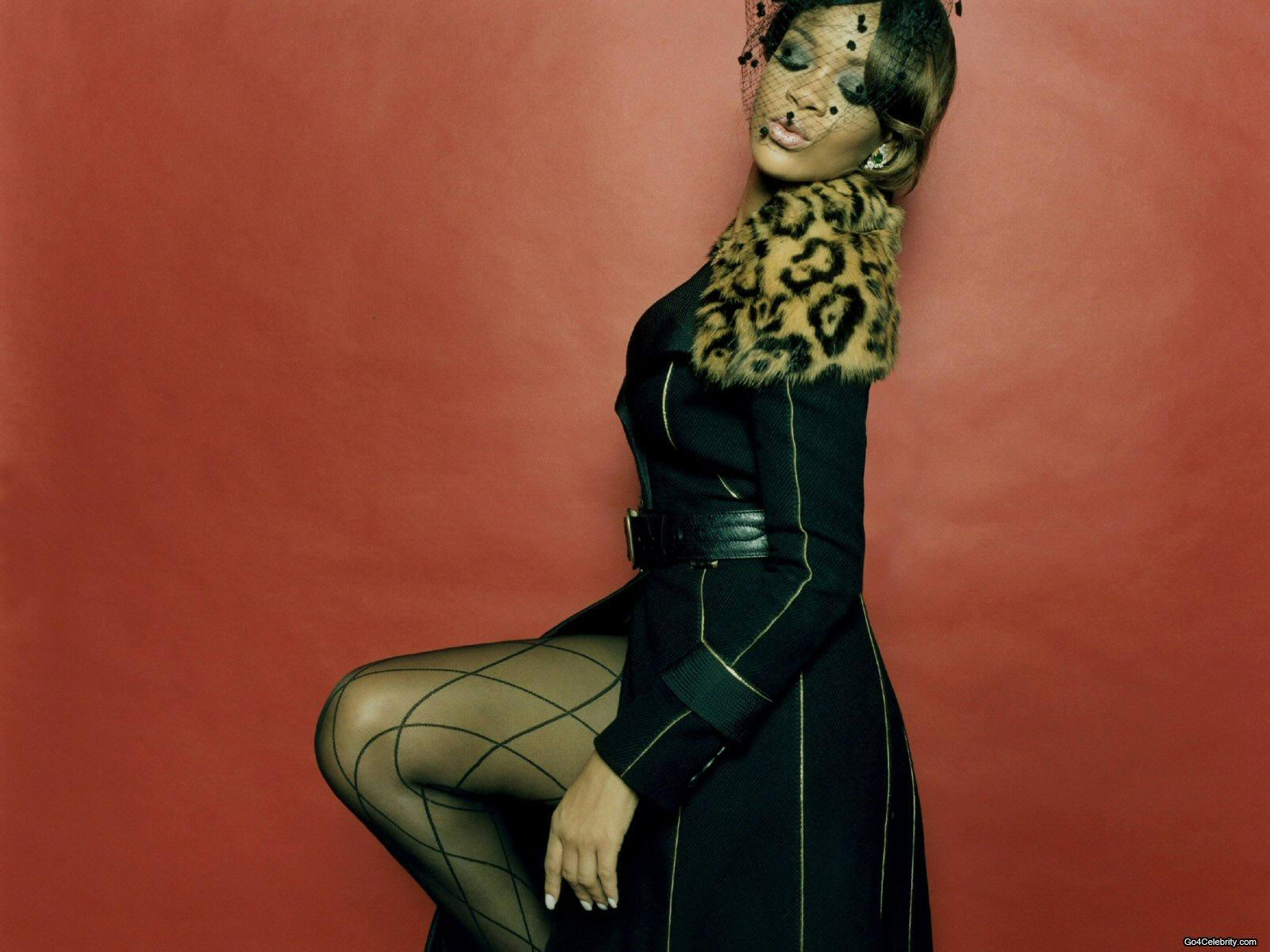 http://images2.fanpop.com/images/photos/6800000/Rihanna-rihanna-6848376-1600-1200.jpg