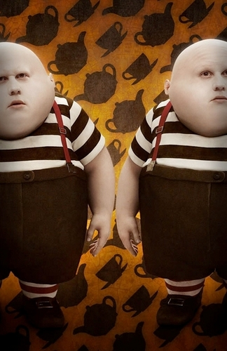 Tweedledee & Tweedledum, Played 由 Matt Lucas (OFFICIAL)