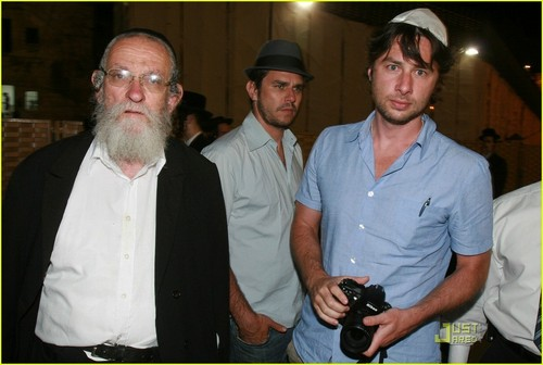 Zach Braff Hintergrund titled Zach at the Wailing Wall, June 21st 2009