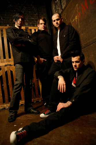 Good charlotte fond d'écran containing a business suit, a dress suit, and a well dressed person called gc