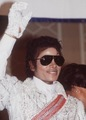 michael with aviators - michael-jackson photo