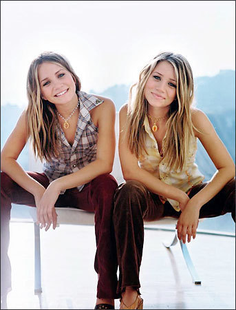 olsen twins &lt;3 - mary-kate-and-ashley-olsen Photo