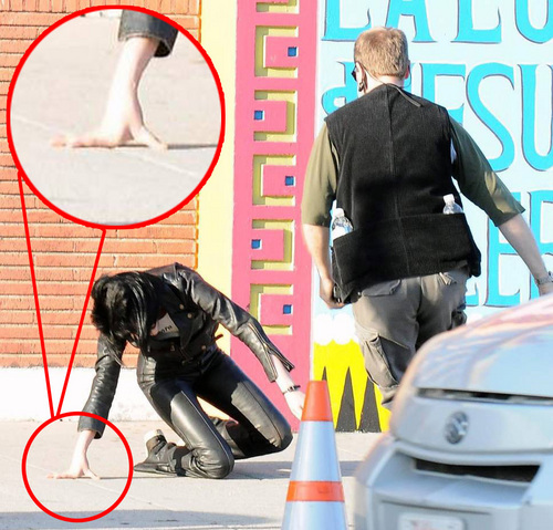 poor kristen, I hope that she's ok..=(