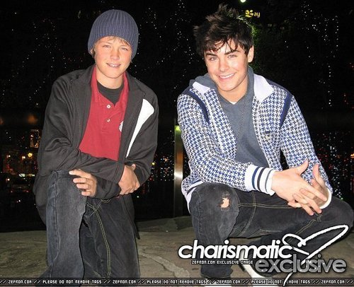 zac with his brother dylan!!!: 2007