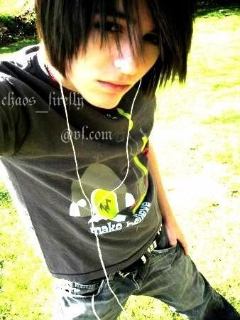 http://images2.fanpop.com/images/photos/6900000/-Emo-Boy-emo-boys-6911507-338-450.jpg
