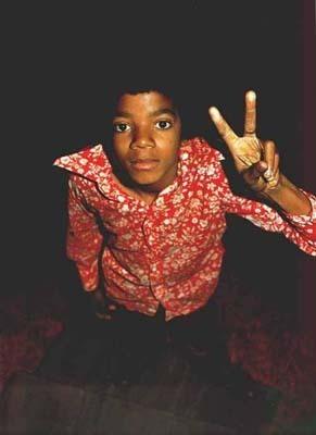 http://images2.fanpop.com/images/photos/6900000/-Michael-Jackson-michael-jackson-6910210-291-400.jpg