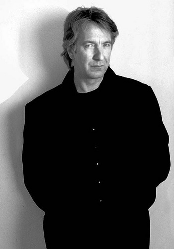 alan rickman fondo de pantalla possibly containing a well dressed person, an outerwear, and a business suit entitled Alan Rickman - Black&White