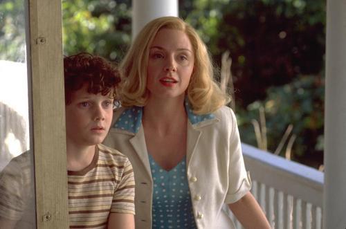 Anton Yelchin and Hope Davis as Bobby and Liz