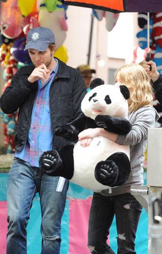 Emilie de Ravin-Robert Pattinson