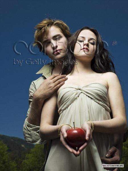 http://images2.fanpop.com/images/photos/6900000/Entertainment-Weekly-Outtakes-twilight-series-6976939-450-600.jpg