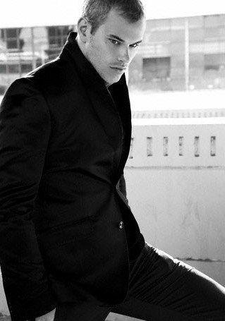 Kellan + Suit = GOOD