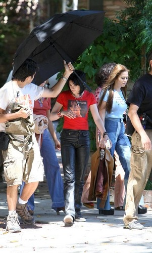 Kristen and Dakota on the Set of Runaways