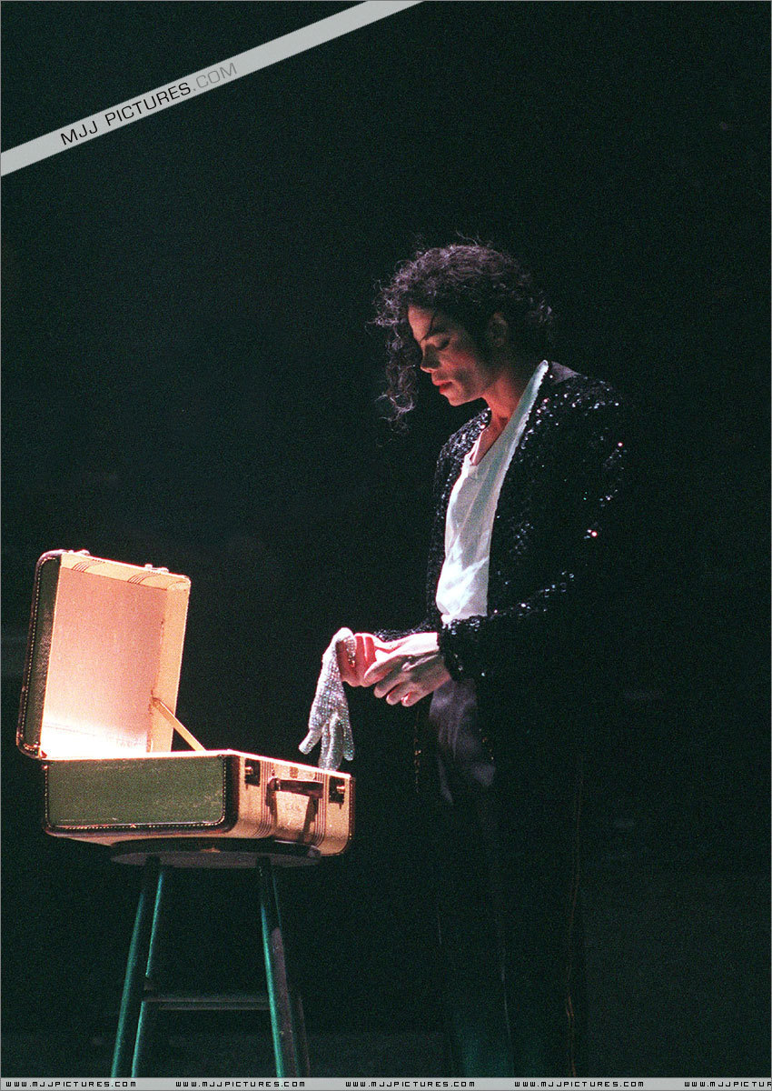erikson stages of development and michael jackson The first stage of the development, to which erikson he has divided his famous personality development theory into eight stages or explain michael jackson.